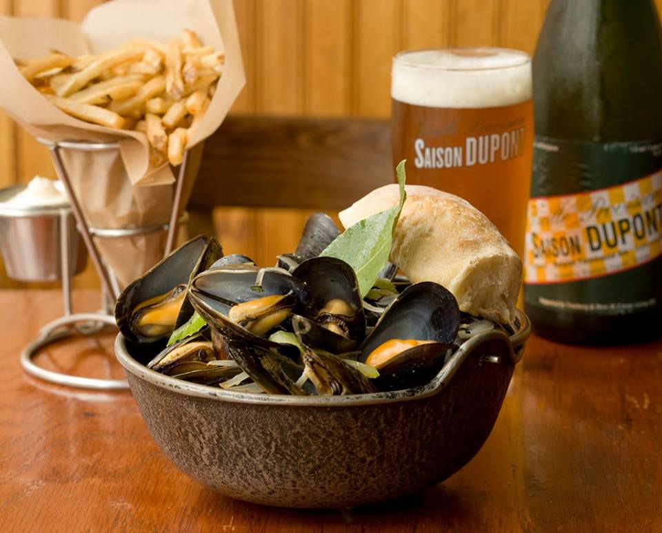 A bowl of mussels.