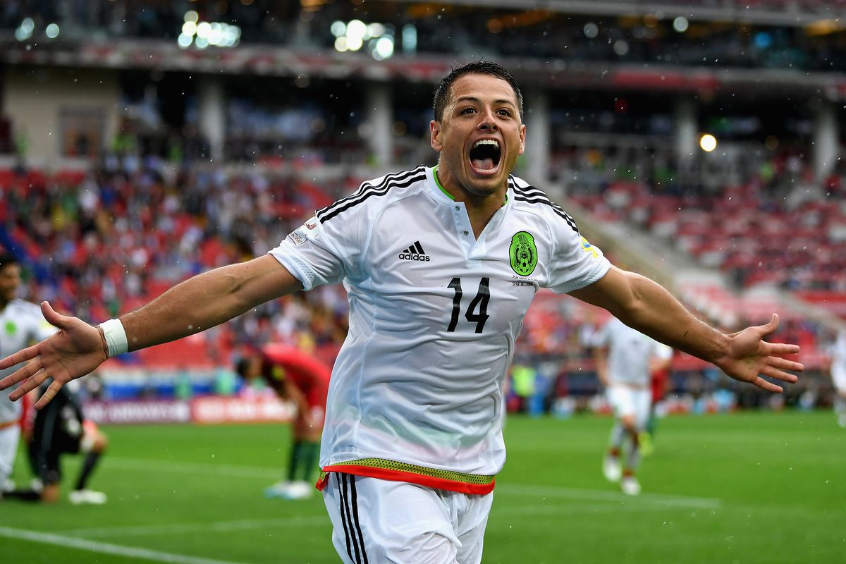Tottenham and West Ham United to battle for Chicharito