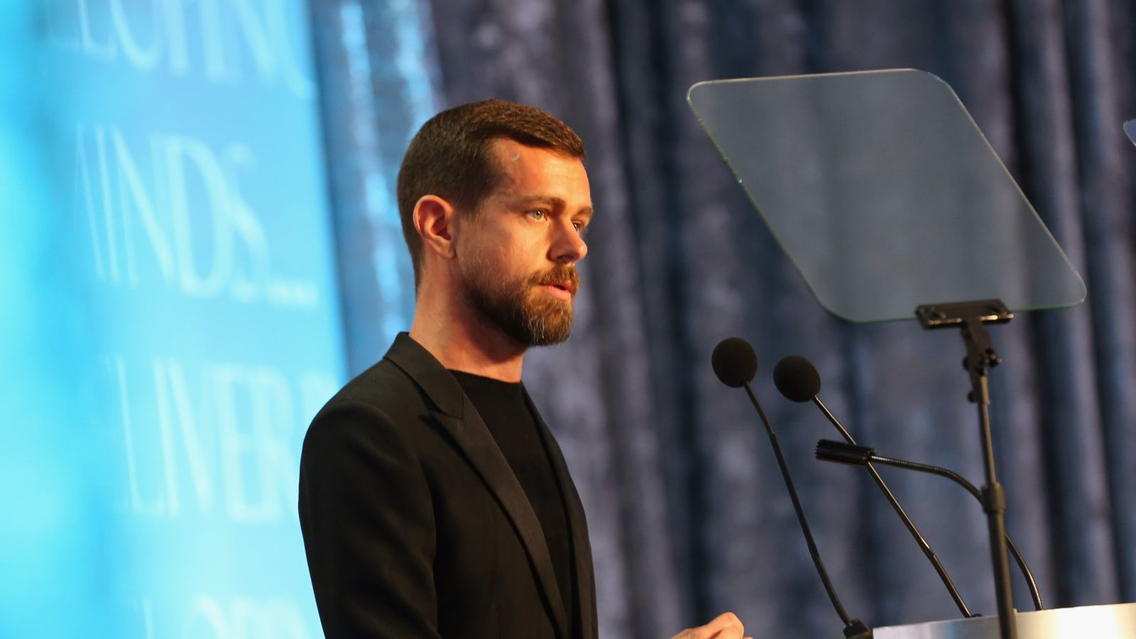 Wall Street Thinks Twitter's Business Shrank Again Last Quarter