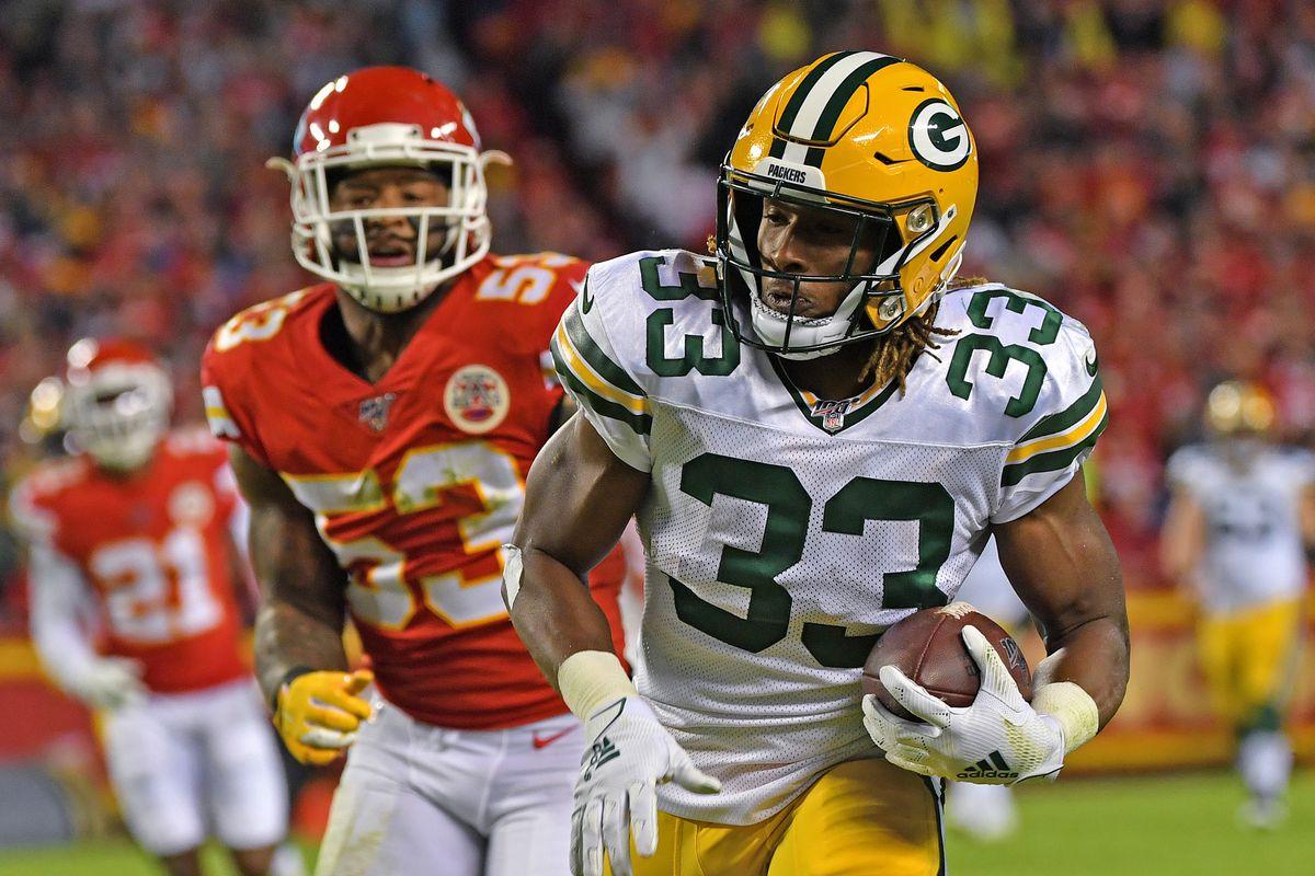 Aaron Jones Injury Packers Rb Suffers Shoulder Injury In Week 8 Snf Returns In 3rd Quarter Update Draftkings Nation