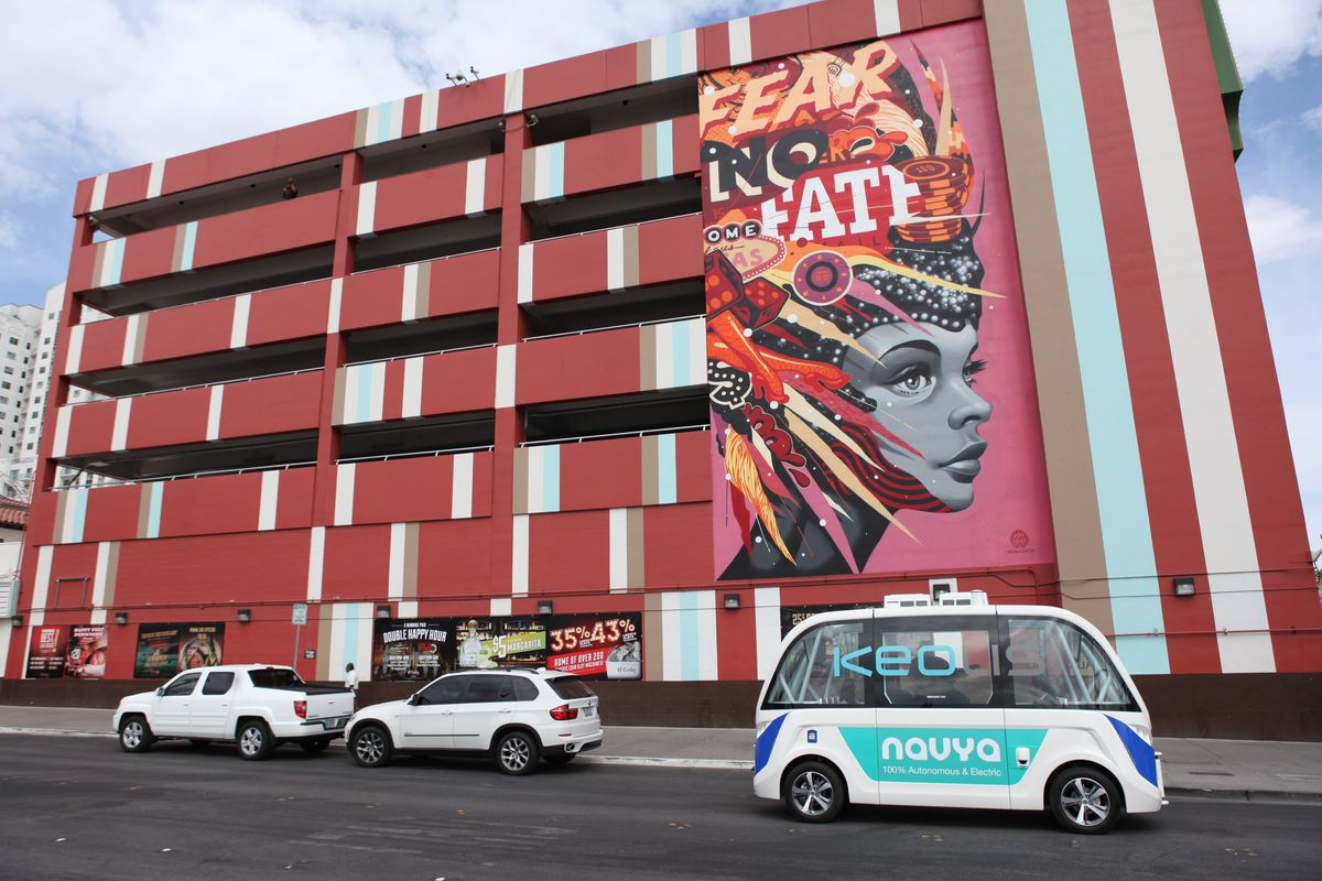 Autonomous shuttle test in Las Vegas has crash on first day - Curbed