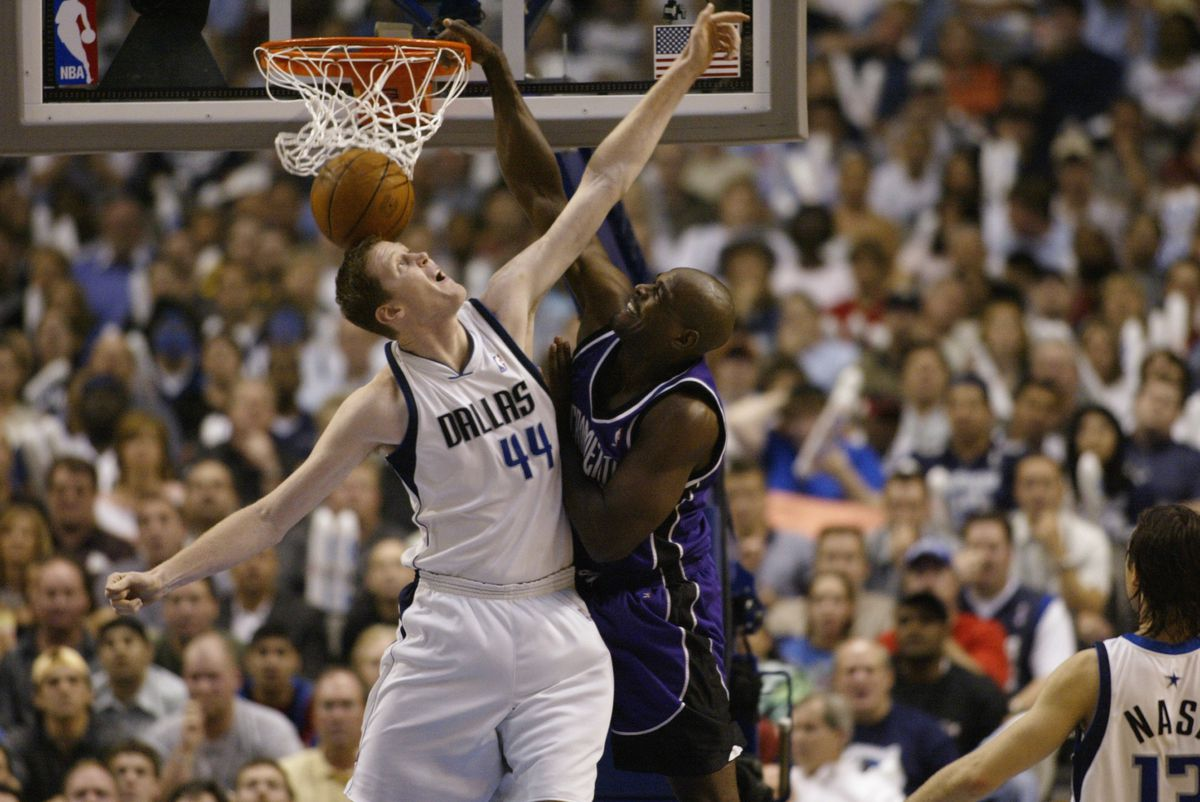 A Chris dunks on a Shawn. (GettyImages)