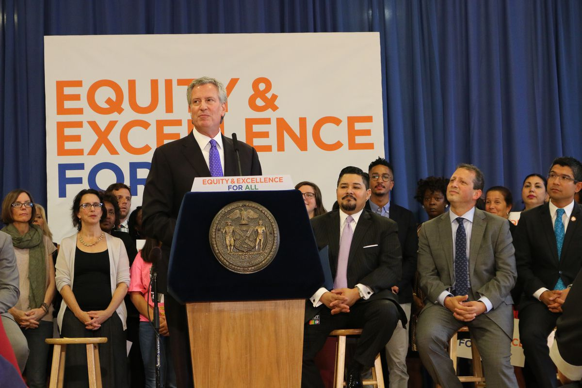 At a Thursday press conference at M.S. 51 in Park Slope, Mayor Bill de Blasio and schools Chancellor Richard Carranza approved an integration plan for District 15 middle schools.