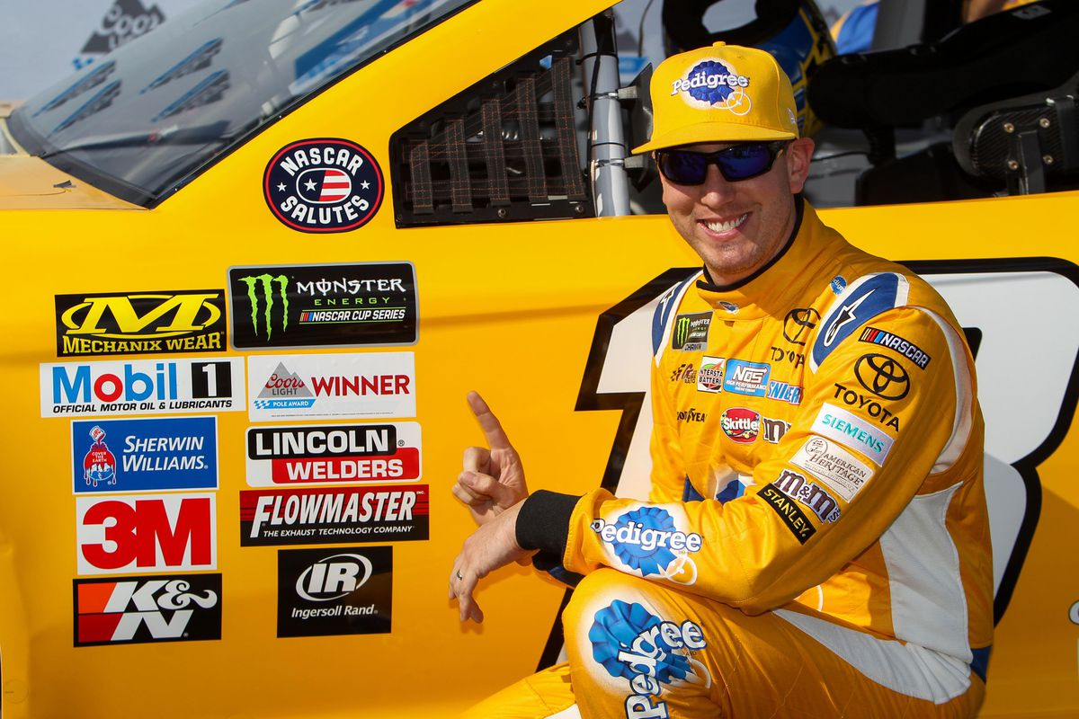 Kyle Busch wins pole for Cup race at Dover
