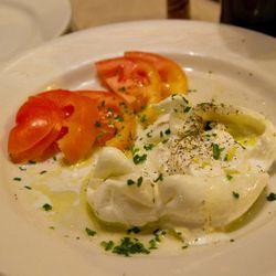 "Mozzarella from Il Passatore by <a href=""http://www.flickr.com/photos/jmoranmoya/5540655241/in/pool-eater/"">jmoranmoya</a>."