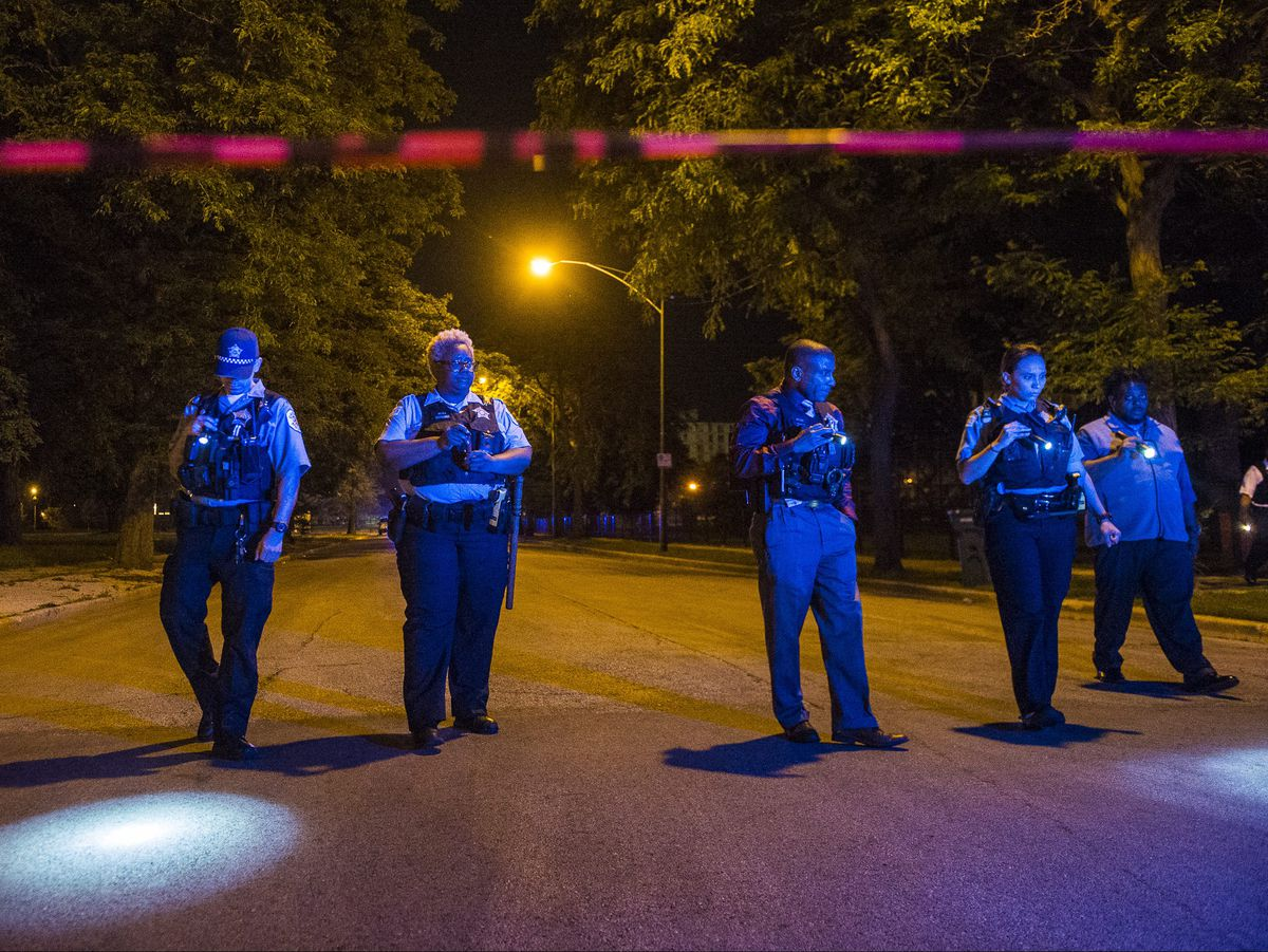 Chicago police investigate multiple people shot Monday night near Ellis Park in Chicago. | Tyler LaRiviere/Sun-Times