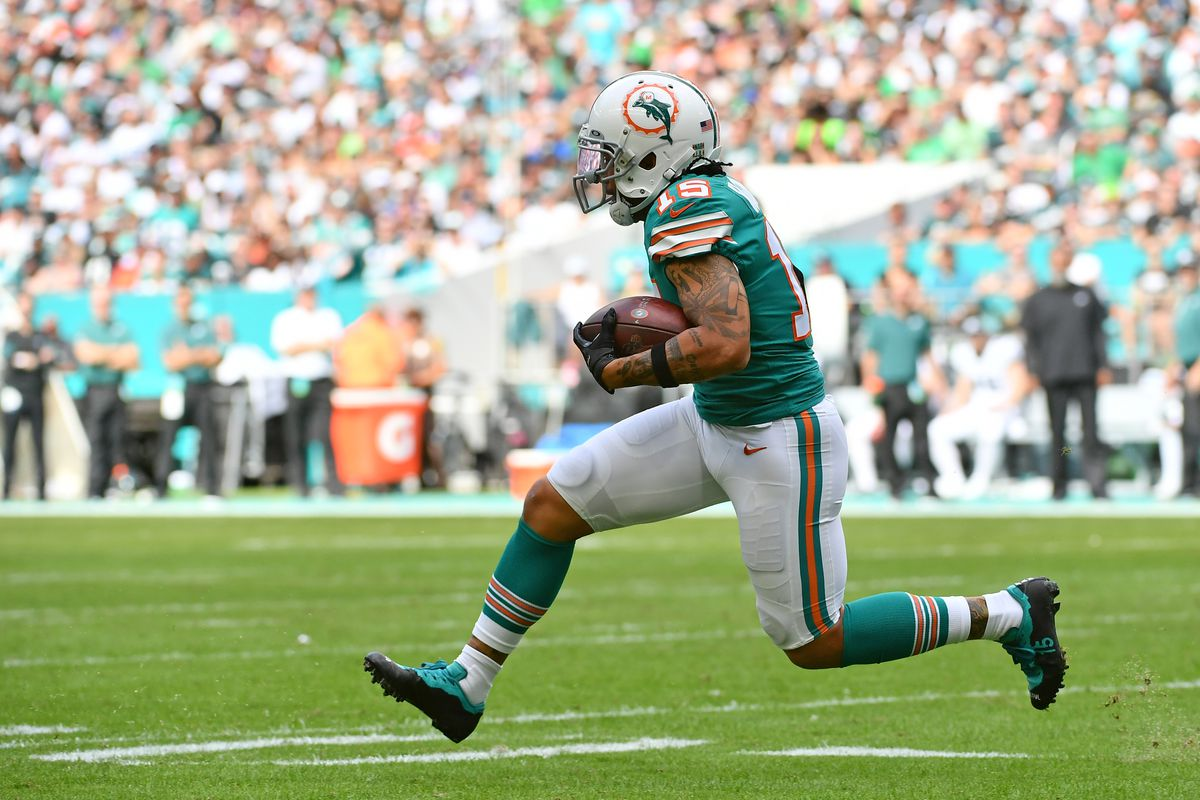 Miami Dolphins wide receiver Albert Wilson runs the ball against the Philadelphia Eagles during the first half at Hard Rock Stadium.