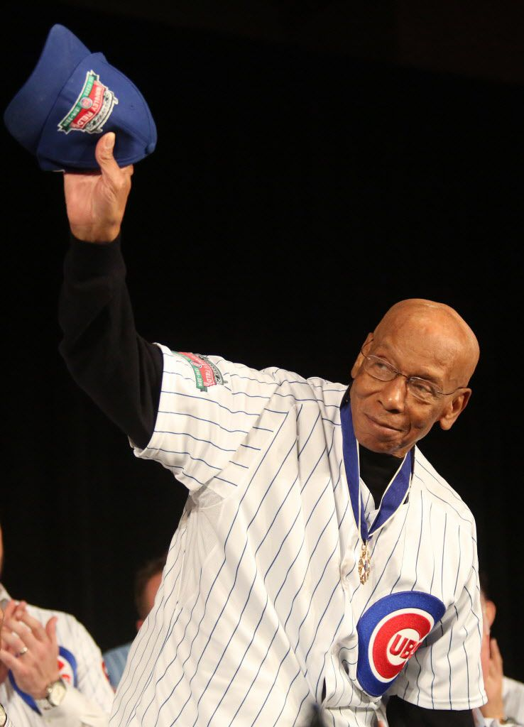 Former Cub Ernie Banks waves during his introduction at the Cubs Convention opening ceremonies on Friday, Jan. 16, 2014.   Chandler West/For Sun-Times Media