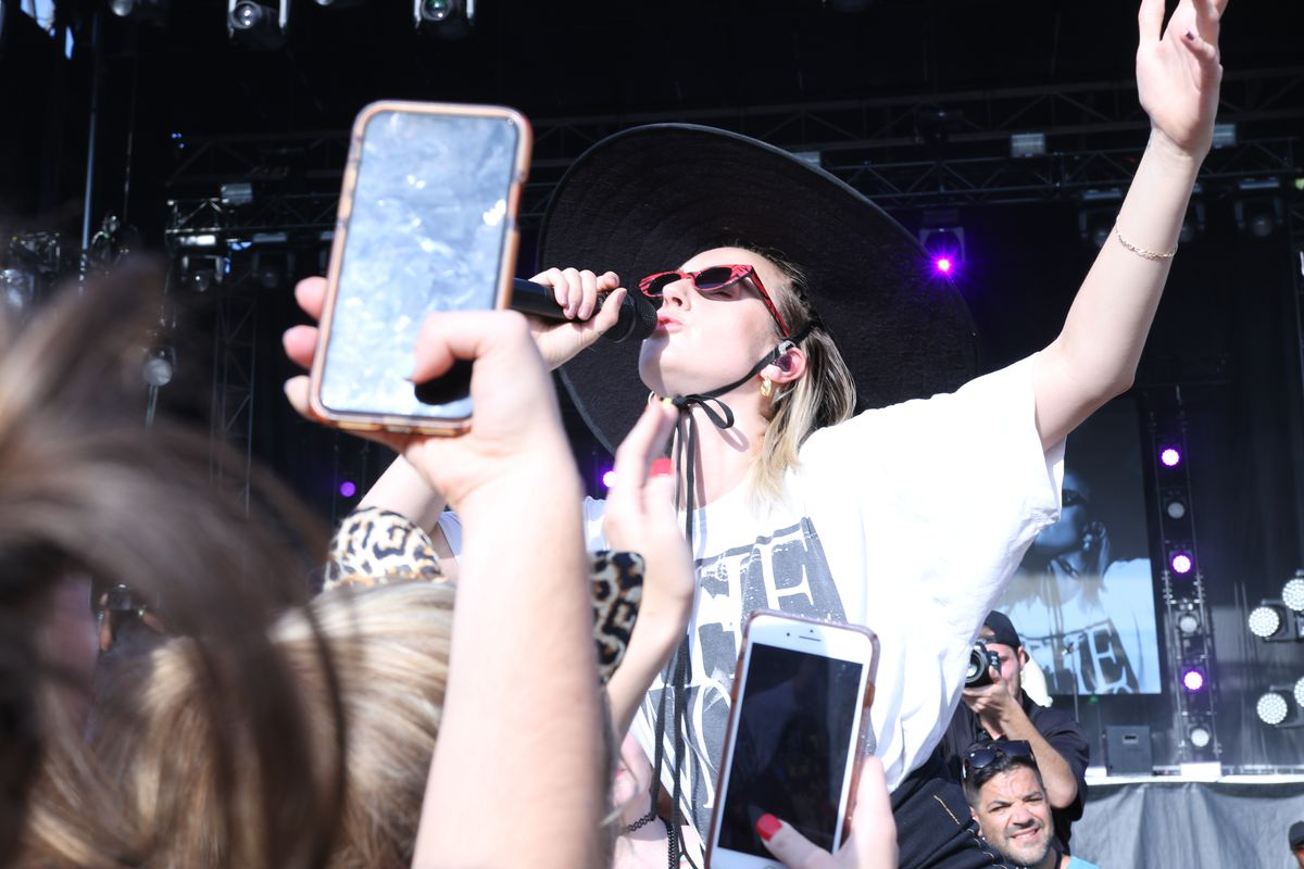 MØ starts her set hanging on the railing separating the crowd from the photo pit.