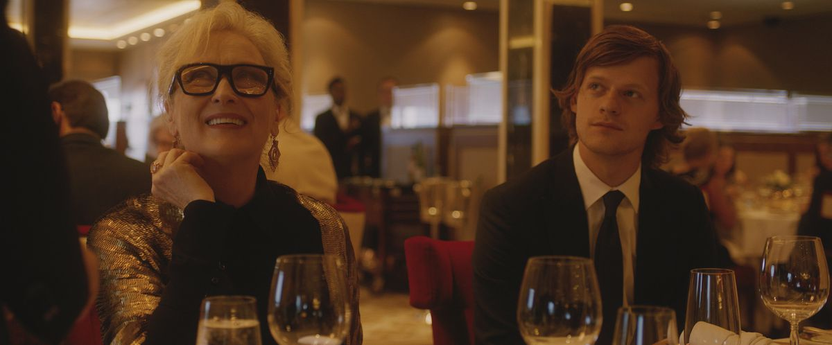 Meryl Streep and Lucas Hedges in Let them all talk in a cruise ship dining room