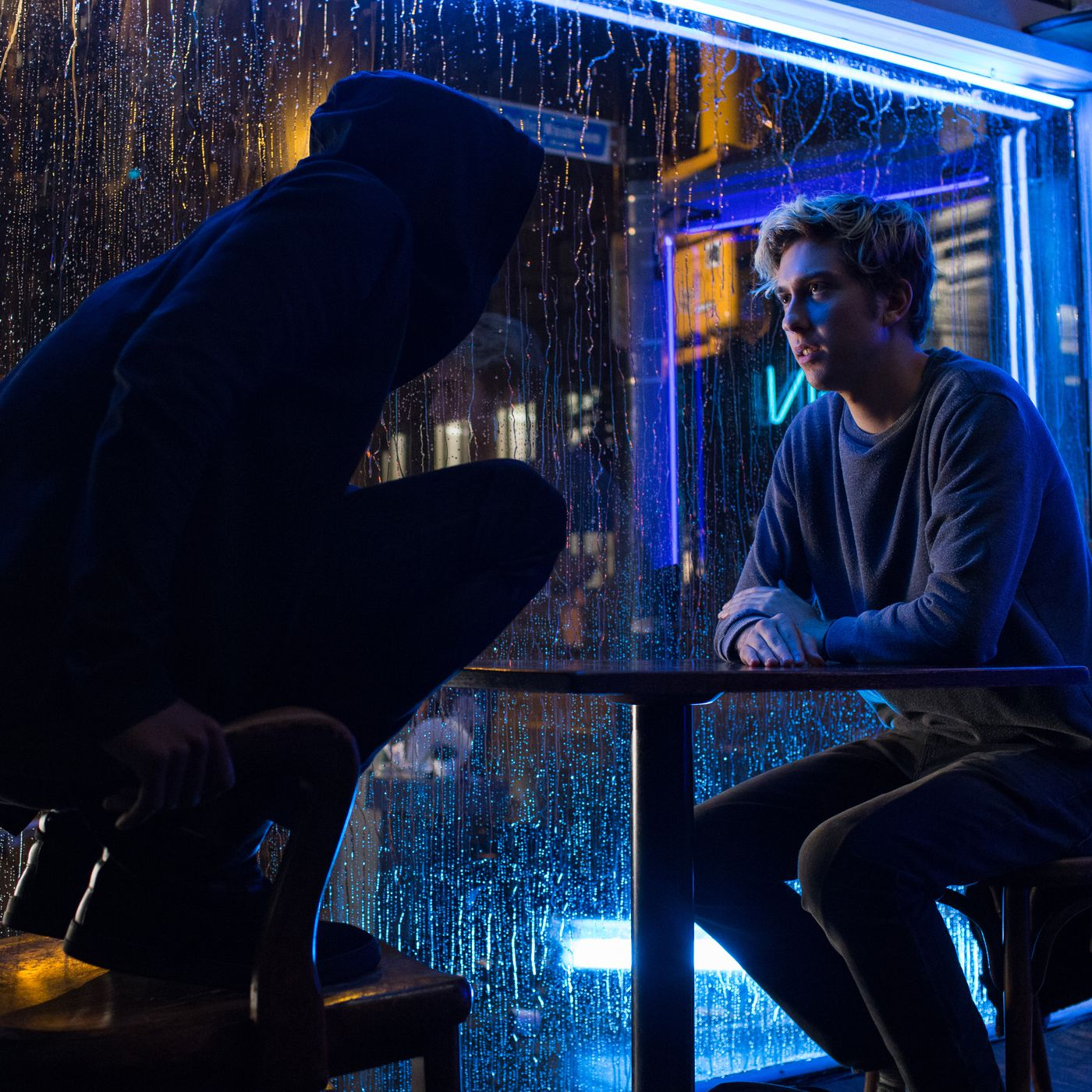 Death Note Review Netflix S Live Action Adaptation Strips Away Everything That Made The Original Version Work The Verge