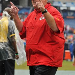 NASHVILLE, TN - OCTOBER 06: Head coach Andy Reid of the Kansas City Cheifs holds up his fingers saluting Chiefs fans after a 26-17 victory over the Tennessee Titans at LP Field on October 6, 2013 in Nashville, Tennessee.
