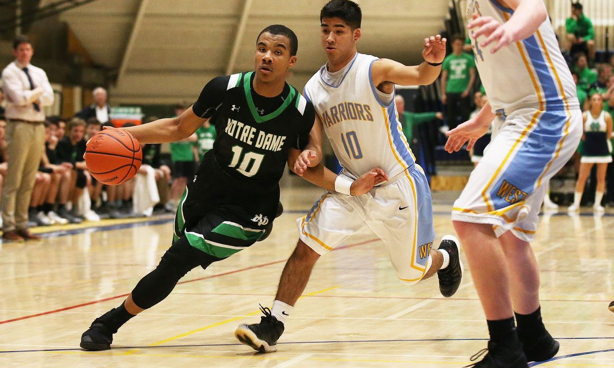 Notre Dame's Anthony Sayles (10) drives toward the basket.