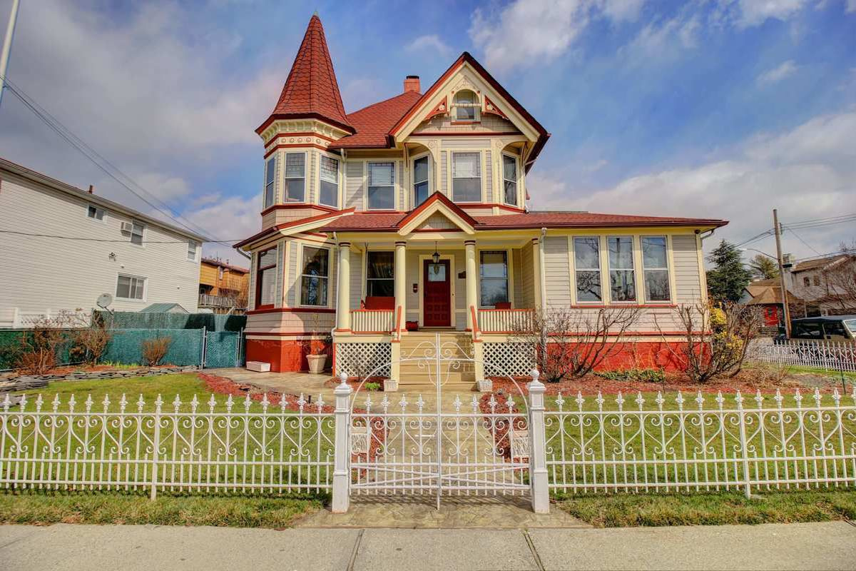 staten island victorian with fairy tale vibe seeks 1 5m curbed ny