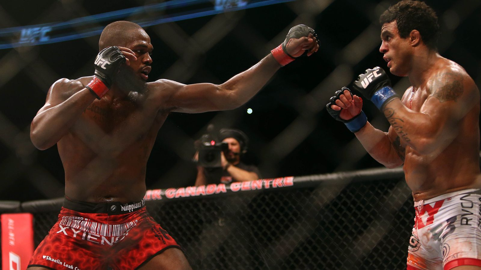 Is Jon Jones' Reach An Unfair Advantage?