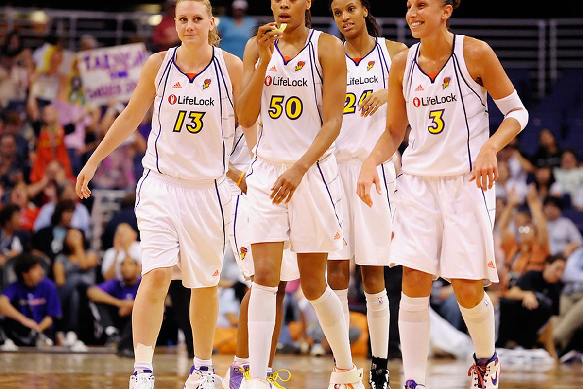 The Phoenix Mercury look to their 1st round playoff match up with the San Antonio Silver Stars. <em>Photo by Max Simbron</em>