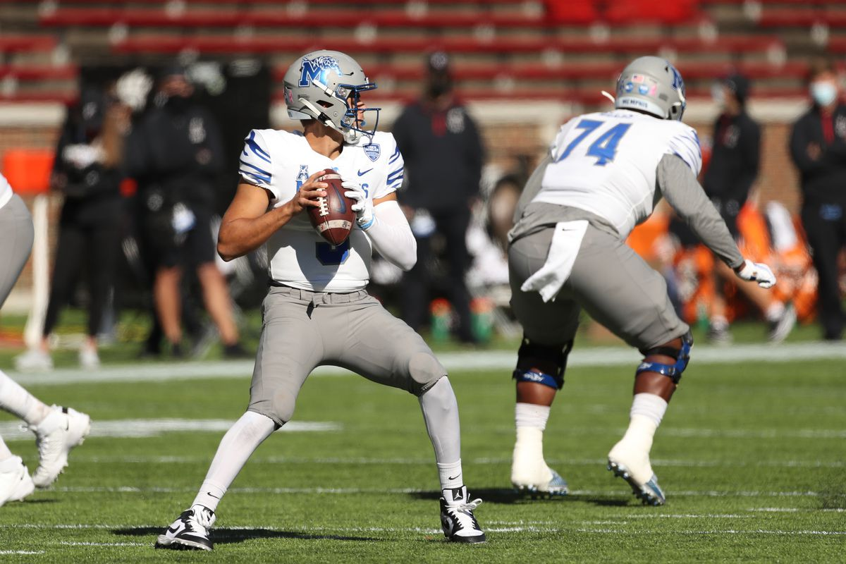 Memphis Tigers quarterback Brady White looks to pass during the game against the Memphis Tigers and the Cincinnati Bearcats on October 31, 2020, at Nippert Stadium in Cincinnati, OH.