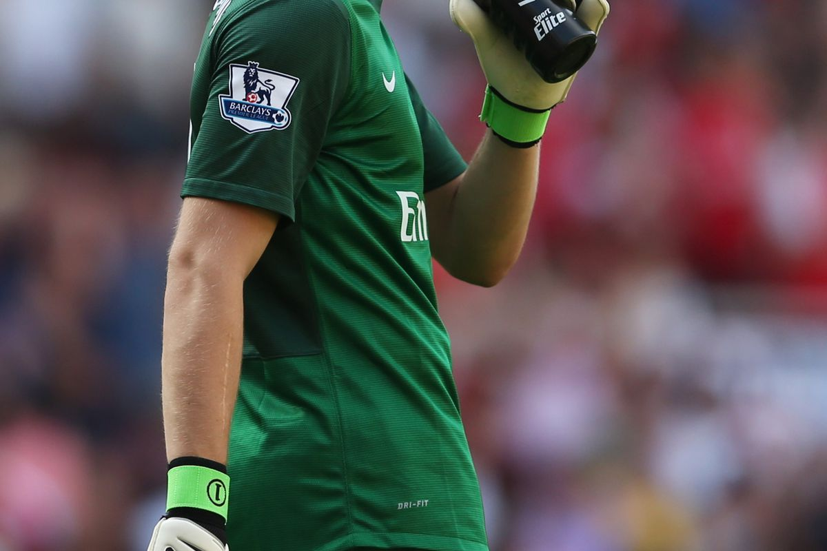 LONDON, ENGLAND - AUGUST 18:  Wojciech Szczesny of Arsenal reacts during the Barclays Premier League match between  Arsenal and Sunderland at Emirates Stadium on August 18, 2012 in London, England.  (Photo by Julian Finney/Getty Images)