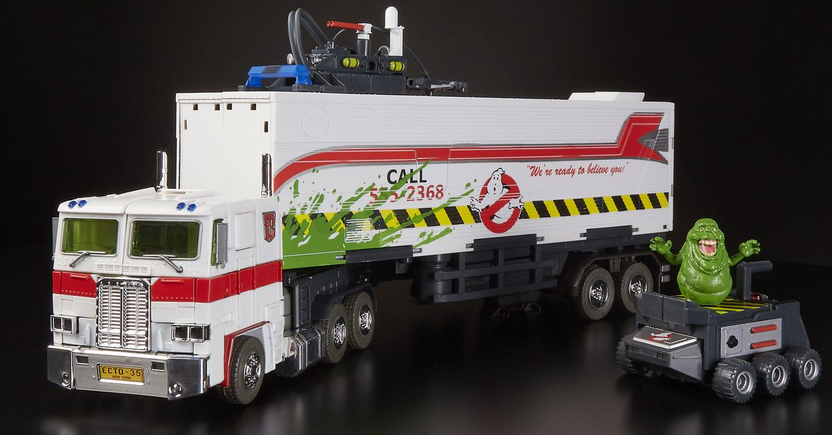 Transformers/Ghostbusters toy mashup hits San Diego Comic-Con