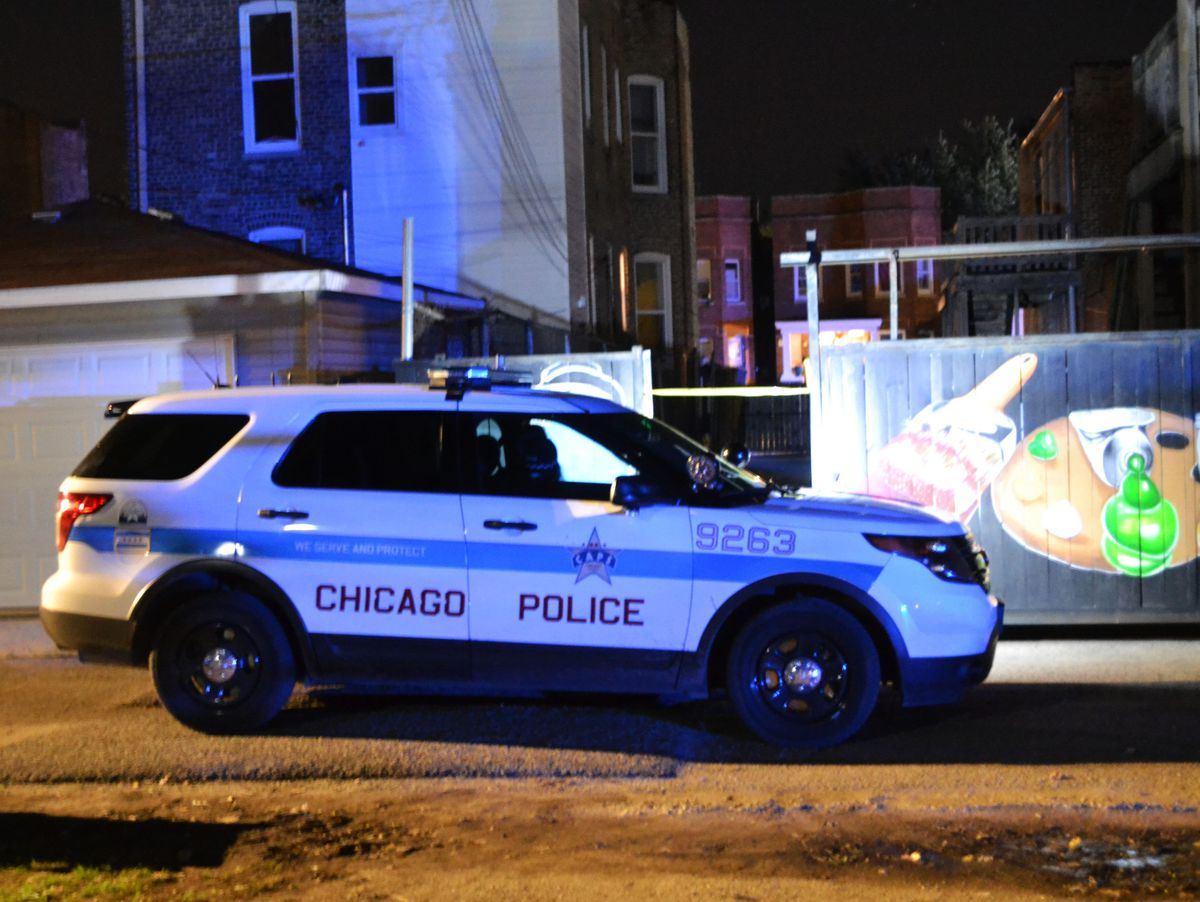 Police investigate a shooting about 10:30 p.m. Friday, October 12, 2018 in the 500 block of East 67th Street. in Chicago.   Justin Jackson/ Sun-Times