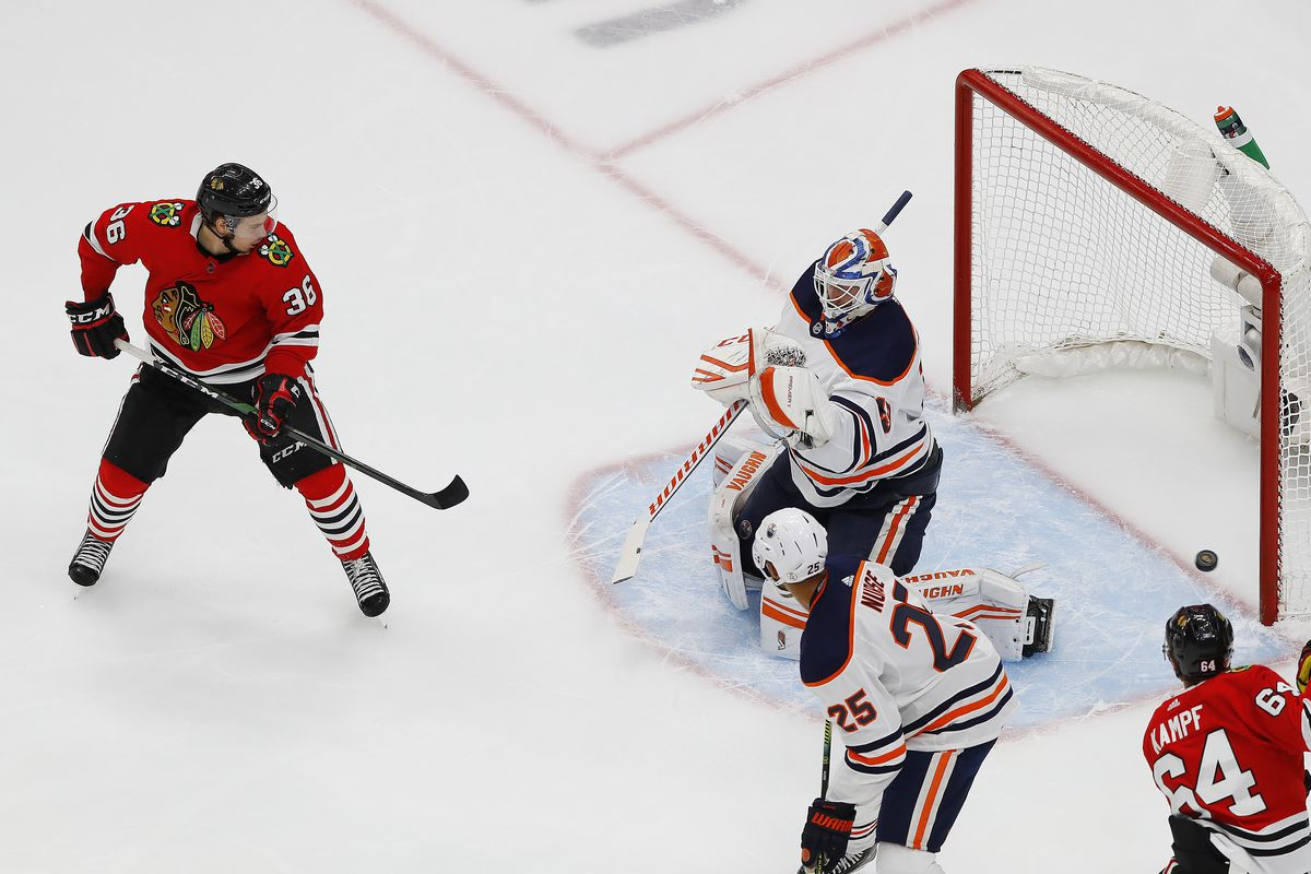 NHL: Western Conference Qualifications-Edmonton Oilers at Chicago Blackhawks