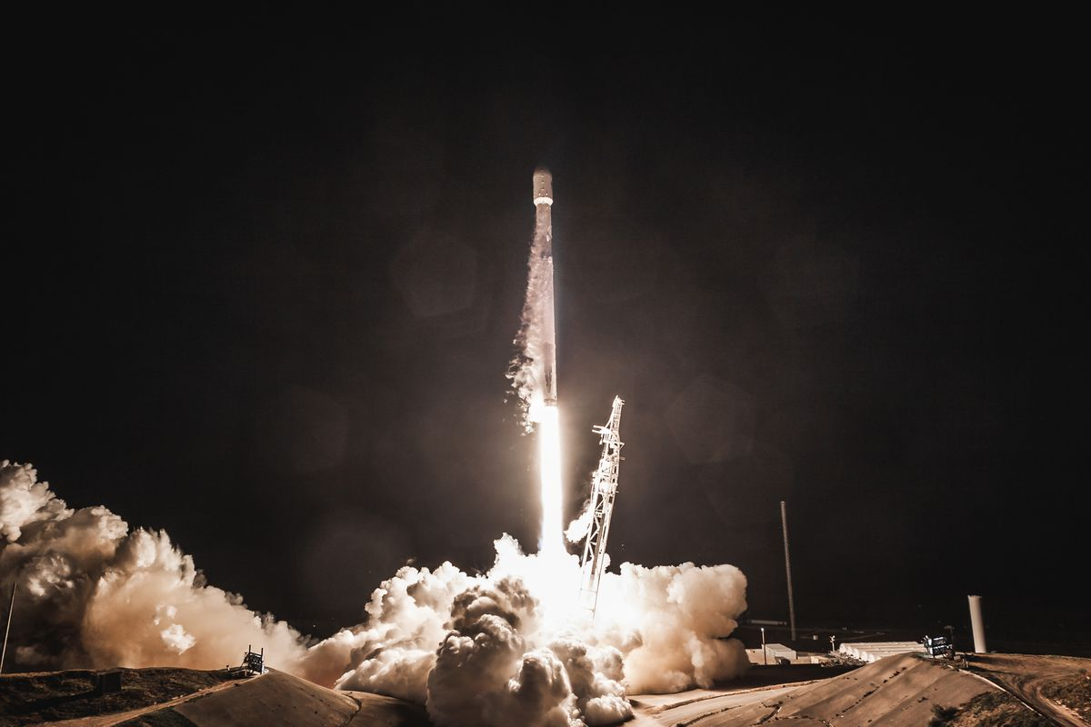SpaceX gets approval to launch 7,000 internet-beaming