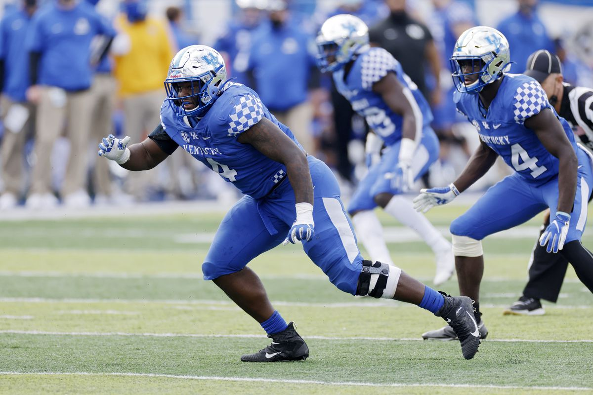 Josh Paschal #4 of the Kentucky Wildcats in action on defense against the Vanderbilt Commodores during a game at Kroger Field on November 14, 2020 in Lexington, Kentucky. Kentucky defeated Vanderbilt 38-35.