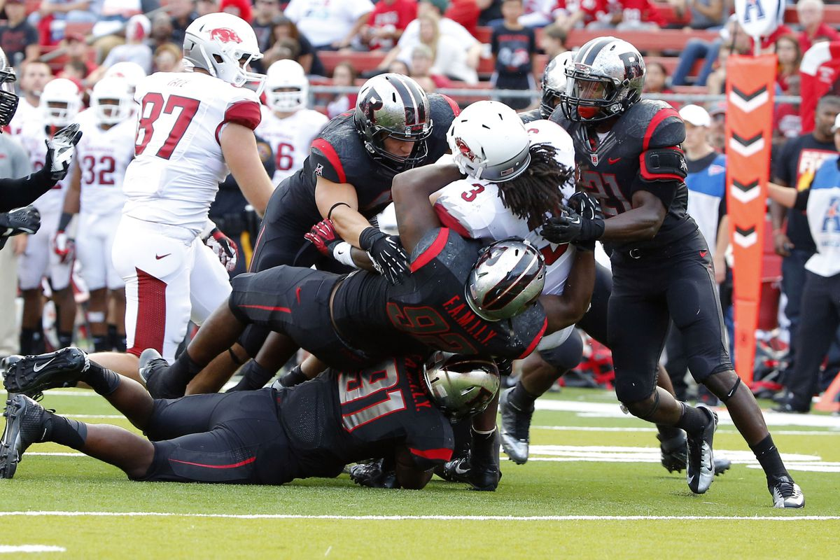 The Scarlet Knight defense swarms against Arkansas