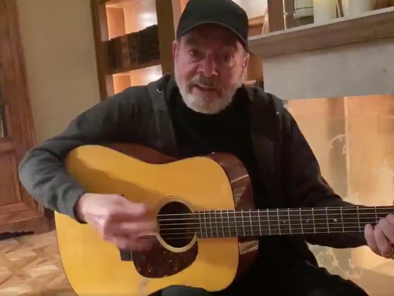 Neil Diamond Updated Sweet Caroline's Lyrics To Remind Us To Wash Our Hands