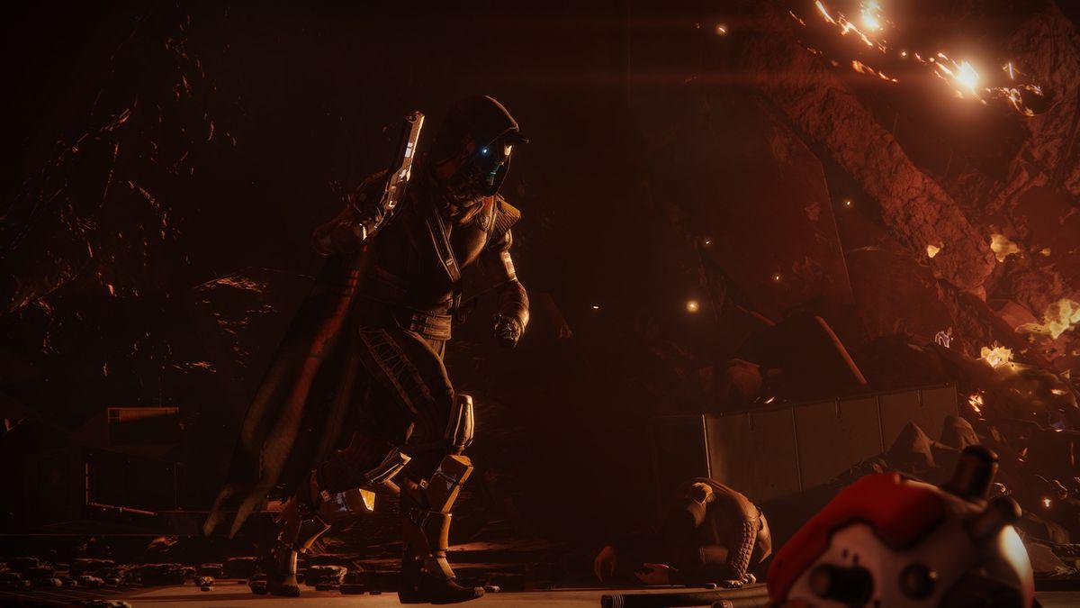 Destiny 2 campaign - Cayde-6 with gun