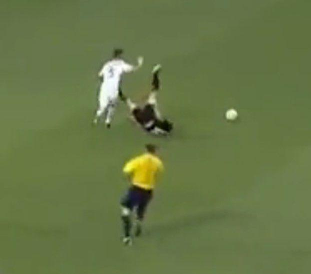 Chris Rolfe Kicks Noguiera