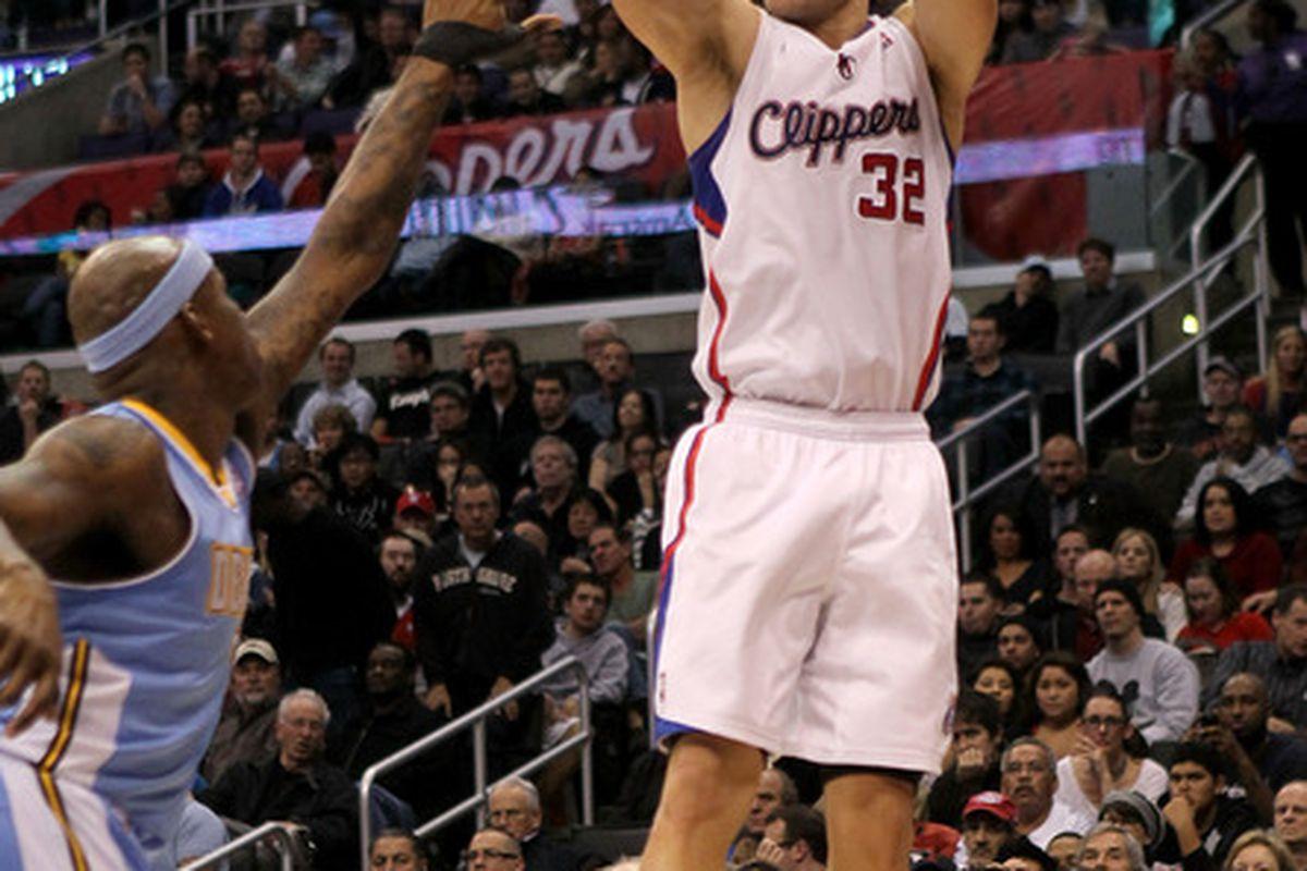 Blake Griffin lets Al Harrington touch his elbow