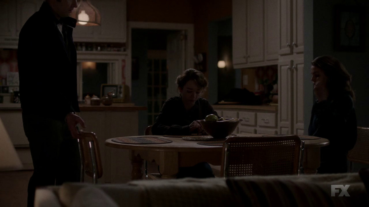 This shot subverts the classic American family dinnertime image on The Americans.