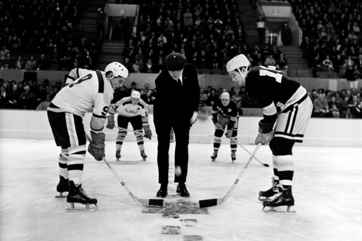 Minnesota vs Minnesota Duluth   1966 Faceoff