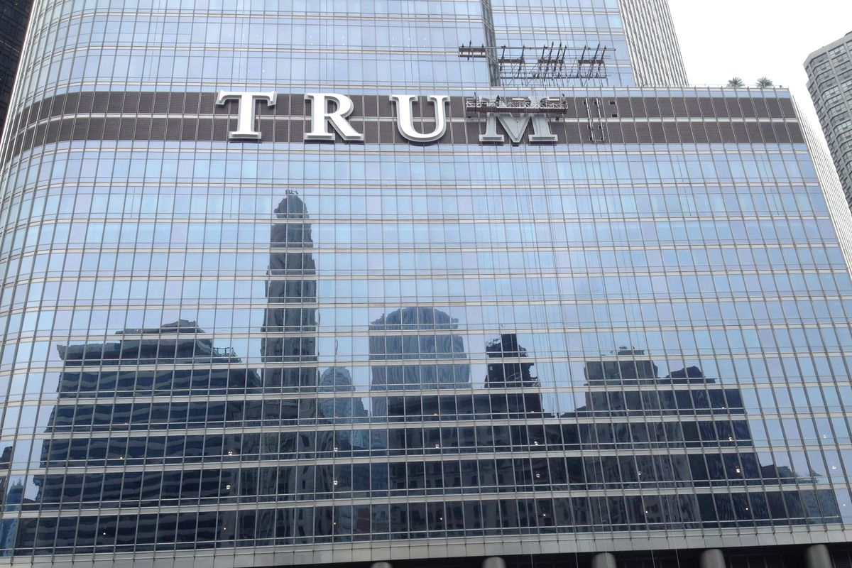 Chicago must give landmark status to sign on Trump Tower along Chicago River