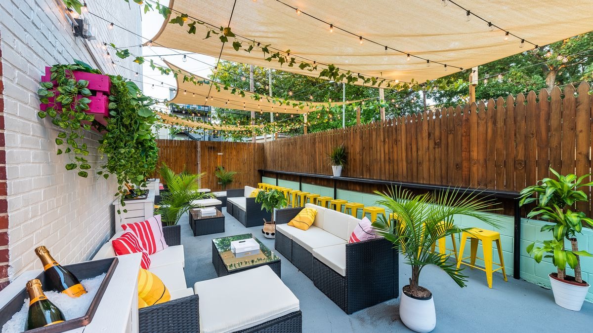 """The """"wine garden"""" at Dos Mamis will serve chilled bubbles and cocktails, too."""