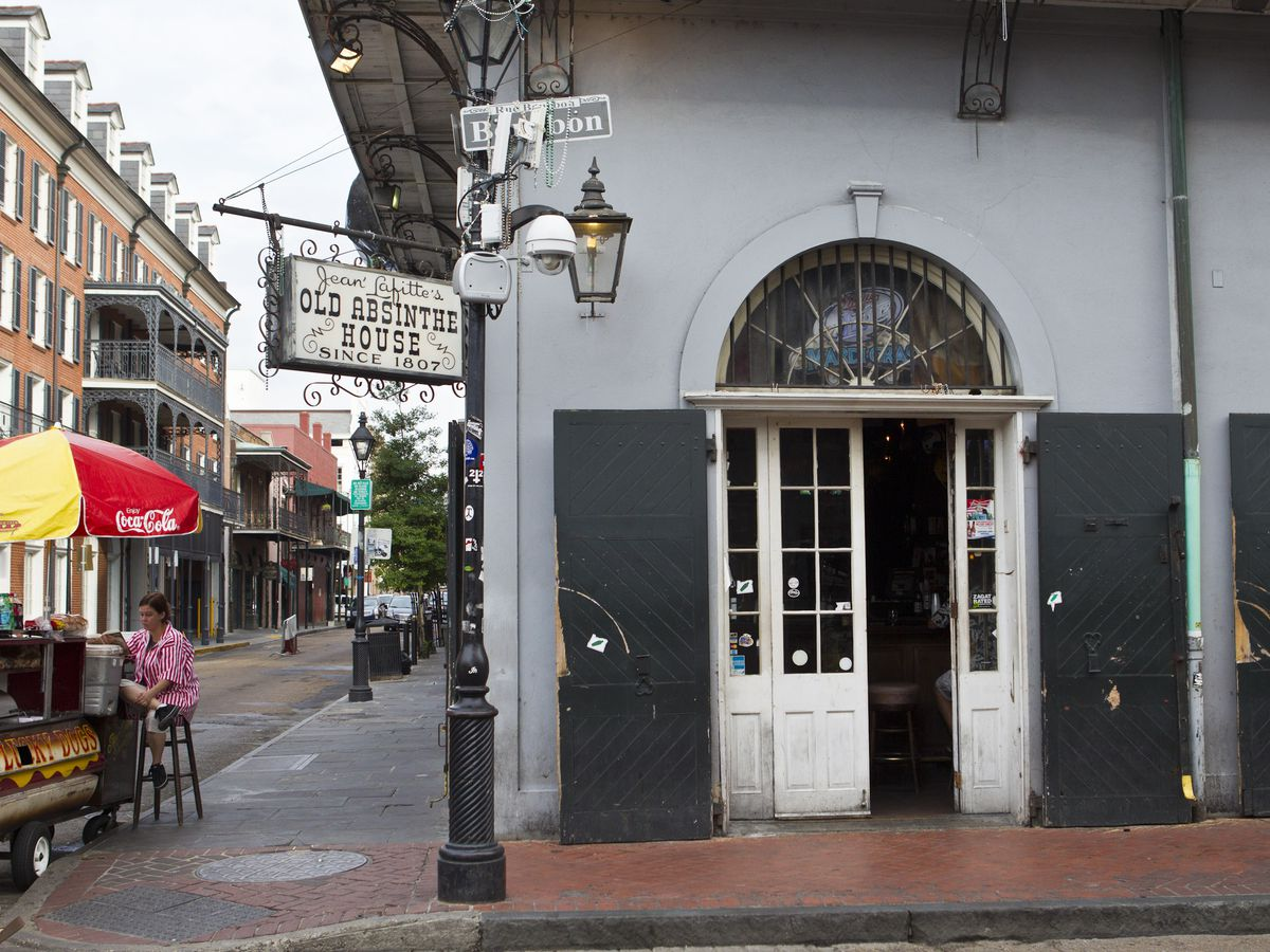 Exterior Views Of The Old Absinthe House - New Orleans