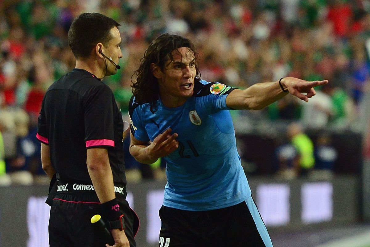 Cavani subtly giving an obscene gesture at a ref. Nice.