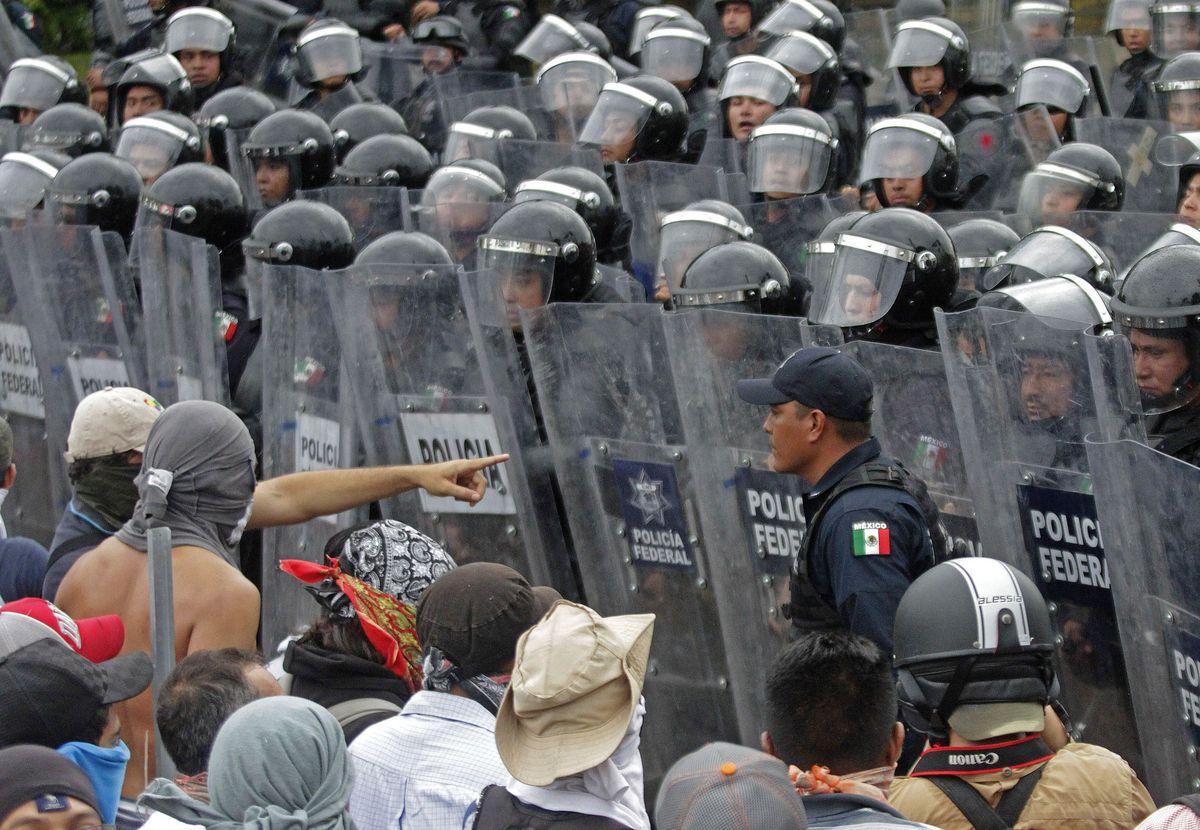 Riot police Mexico