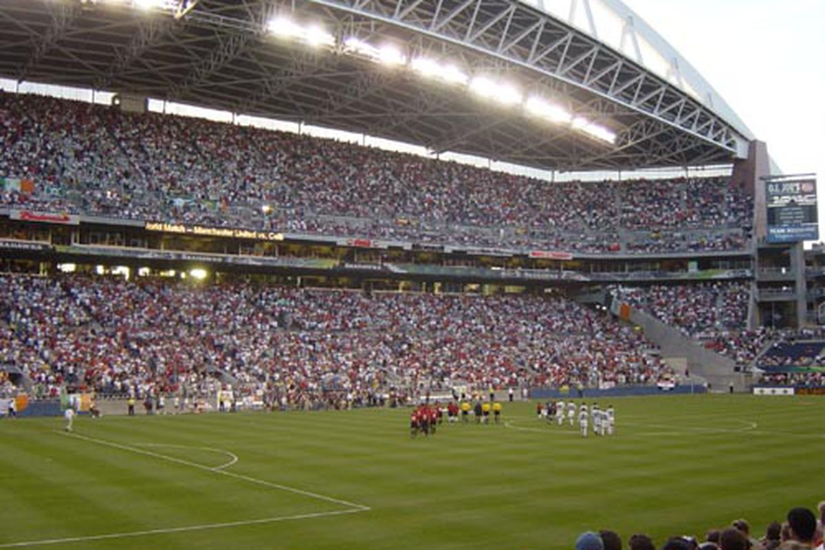"""via <a href=""""http://www.nospoon.com/blogages/manu_wide.jpg"""">www.nospoon.com</a> United run out 4-0 winners at Qwest Field in front of 66,000+ fans."""
