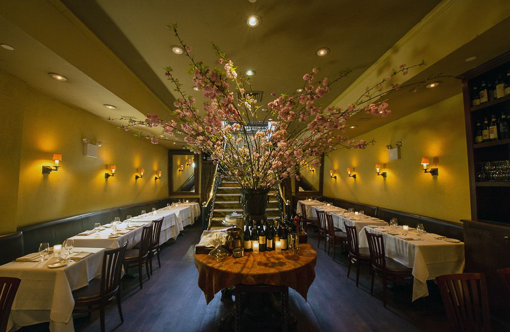 Celebrity Dining: A tall flower arrangement sits in the middle of Babbo's dining room