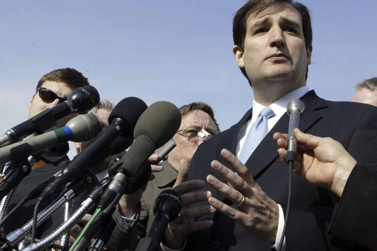 Cruz outside the Supreme Court in 2006, after he defended Texas's congressional districting.
