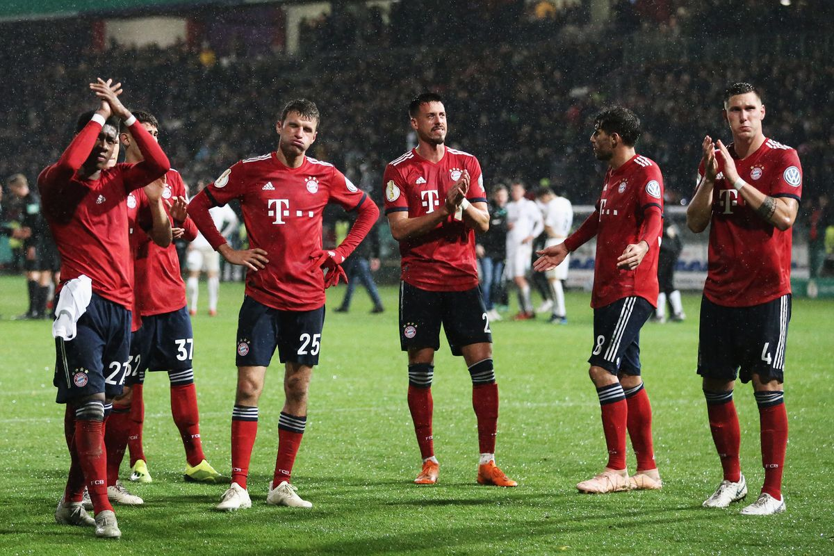 ROEDINGHAUSEN, GERMANY - OCTOBER 30: Players, David Alaba, Meritan Shabani, Thomas Mueller, Sandro Wagner, Javi Martinez and Niklas Suele of Bayern Muenchen clebrtae vicotry after the DFB Cup match between SV Rodinghausen and FC Bayern Munich at Hacker-Wiehenstadion on October 30, 2018 in Roedinghausen, Germany.