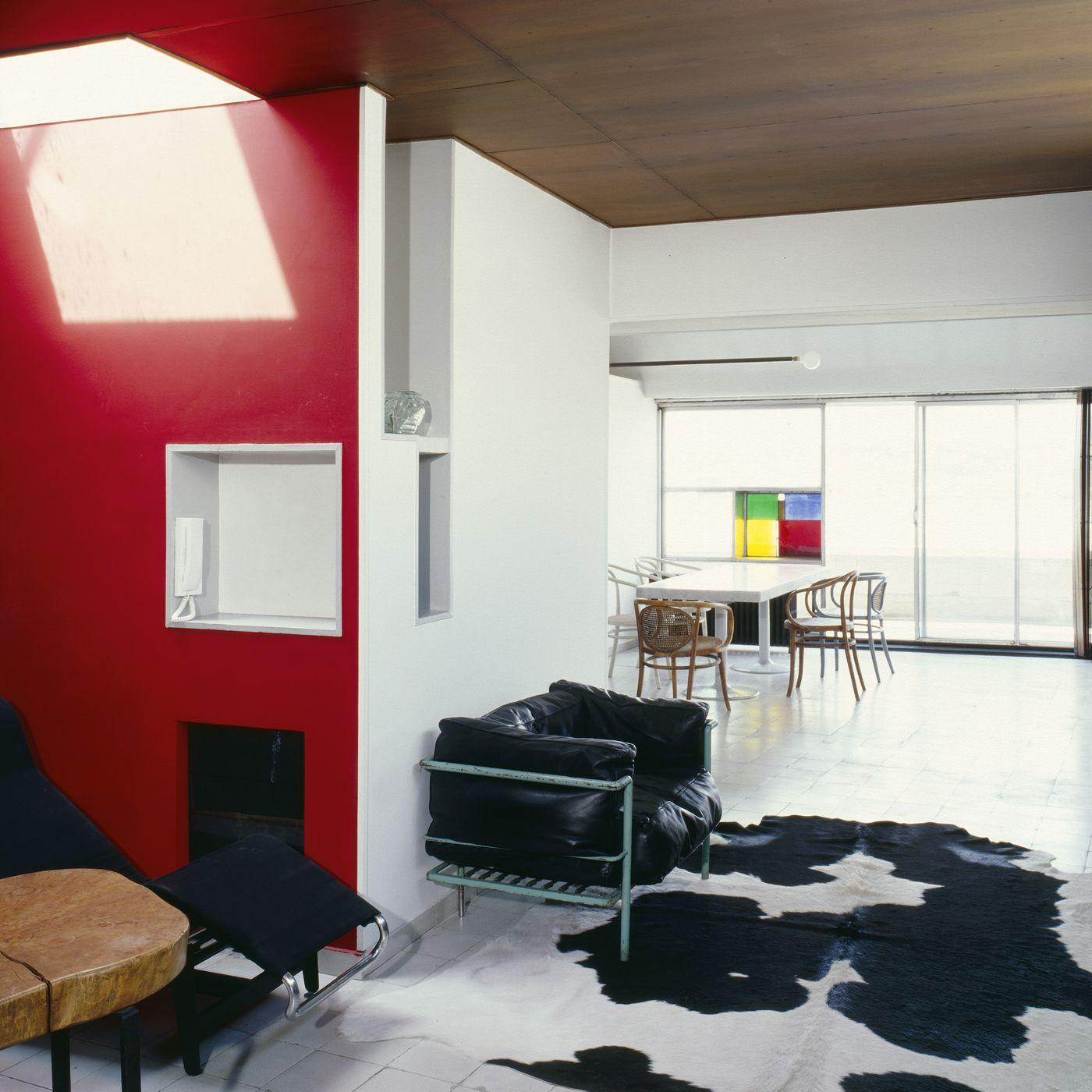 Le Corbusier Les 5 Points visit le corbusier's paris apartment and studio - curbed
