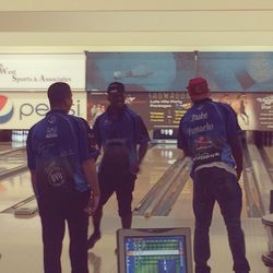Barner and Ihenacho compare technique with a professional bowler..