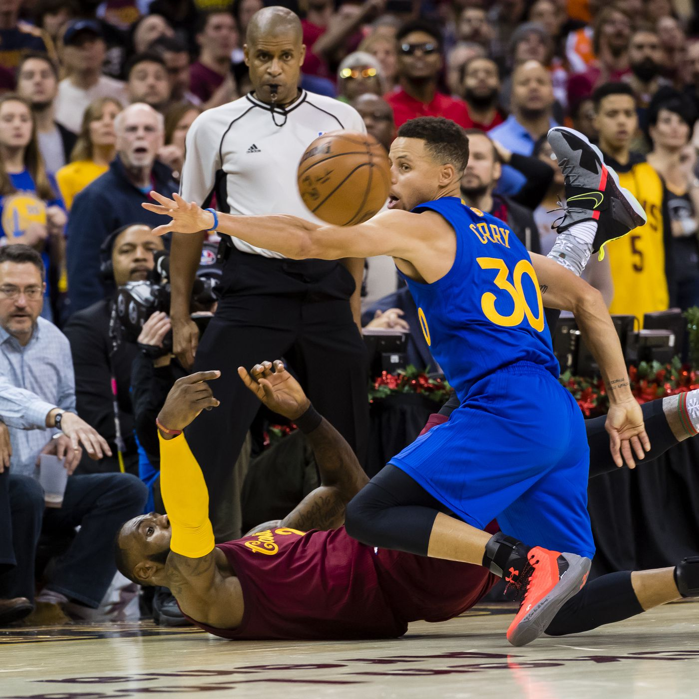 0644909aa5b2a The New Way Stephen Curry Defends LeBron James - Golden State Of Mind
