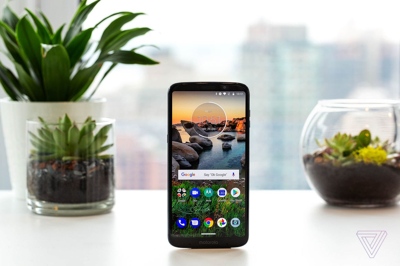 motorola unveils the moto z3 play with dual cameras and a bigger screen
