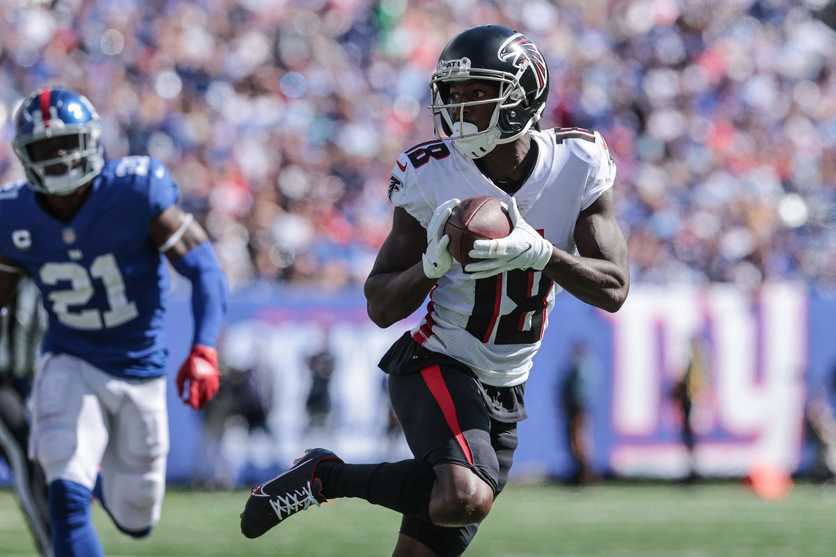 Atlanta Falcons wide receiver Calvin Ridley (18) carries the ball past New York Giants free safety Jabrill Peppers (21) during the first quarter at MetLife Stadium.