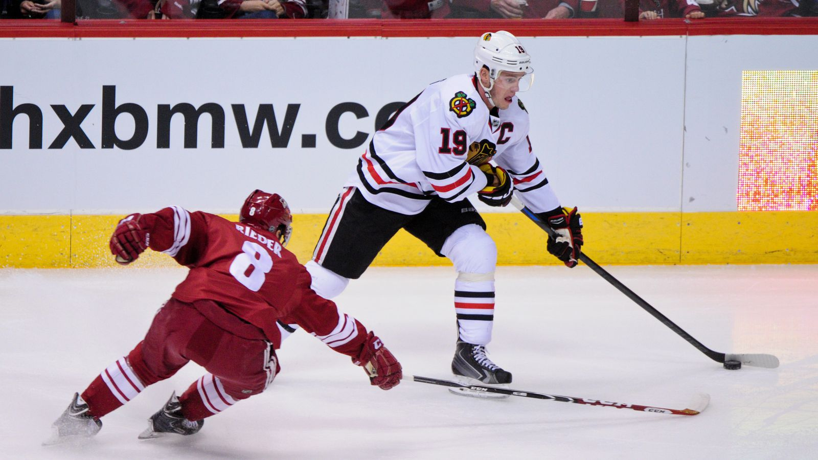 Shaw, Richards score in 2-1 win over Coyotes