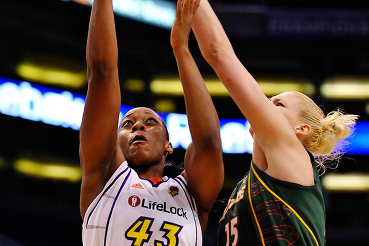 Scoring forward Le'coe Willingham will no longer have to worry about forward Lauren Jackson challenging her shots after signing with the Seattle Storm earlier today. <em>(Photo by Max Simbron)</em>